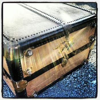 Vintage Oshkosh trunk - Furniture