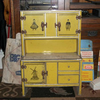 Childs toy cabinet? Any Ideas?