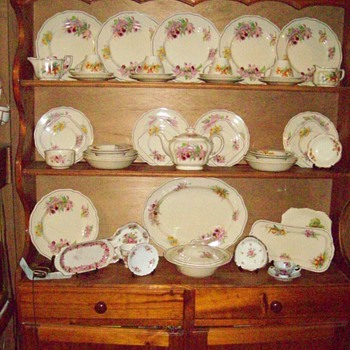 My royal Doulton&quot;Orchid&quot; Dinner Set - China and Dinnerware