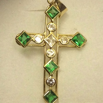 Vintage 18 ct emerald and diamond cross