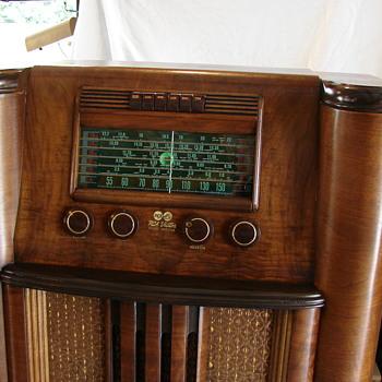 RCA  A 31  console radio