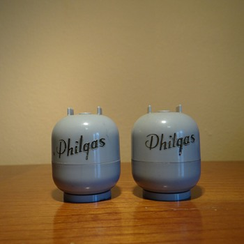 PHILGAS SALT &amp; PEPPER SHAKERS  BY  AVSCO INC  / DATES 1950&#039;s 