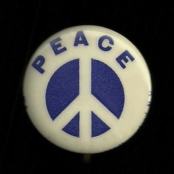 1965 Early Peace symbol Anti Vietnam Pinback Button  - Medals Pins and Badges