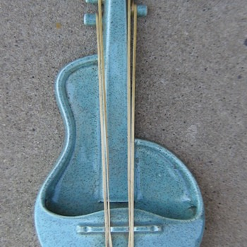 1950's Red Wing blue fleck violin wall pocket planter