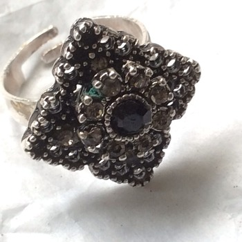 Vintage ring - Costume Jewelry