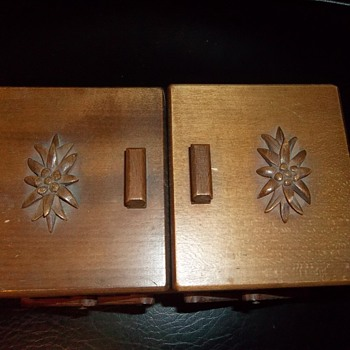 weird old music jewelry box