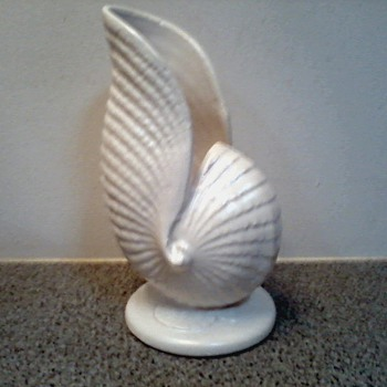 Satin White Pearl Nautilus Vase / USA #415 /Metlox or Catalina Pottery ? / Circa Late 1940&#039;s  50&#039;s ?