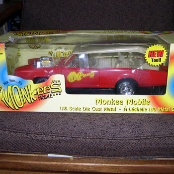 THE HEY HEY IT&#039;S THE MONKEES MOBILE AMERICAN MUSCLE 1:18 SCALE