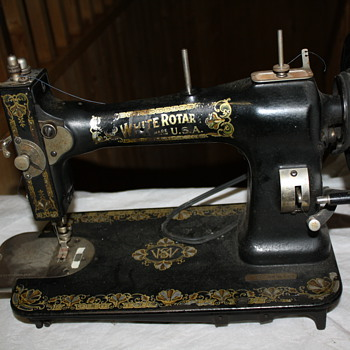 White Sewing Machine (1920s) - Sewing