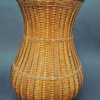 Shanghai Handicrafts Imported Vase 1970's - Asian