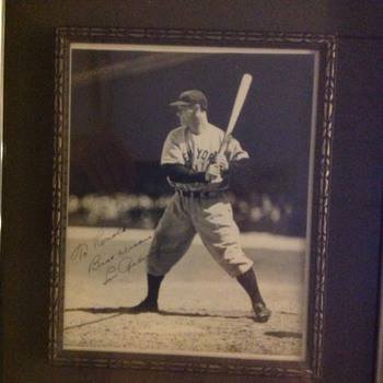 Lou Gehrig autographed photo - Baseball