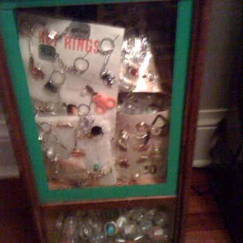 Antique charm vending machine
