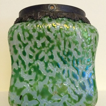 White/green soft crackle biscuit barrel - Art Glass