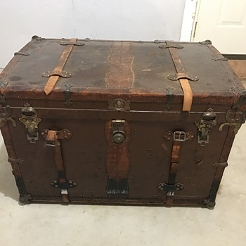 Please Help Identify this trunk