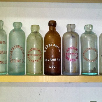 GEORGA HUTCHES AND CROWNS. - Bottles