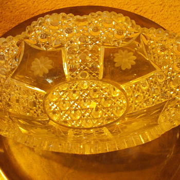 CRYSTAL NEED HELP IDENTIFING  - Glassware