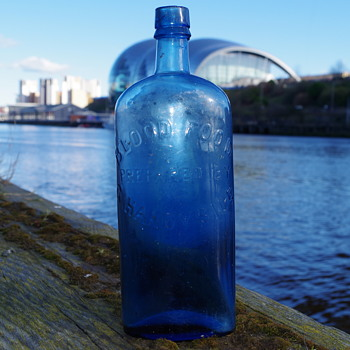 GEORGE HANDYSIDE BLUE BLOOD FOOD NEWCASTLE - Bottles