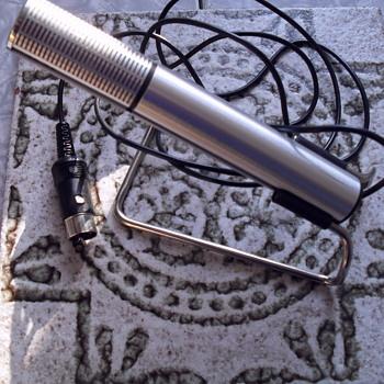 Telefunken dynamic microphone TD 26. - Electronics