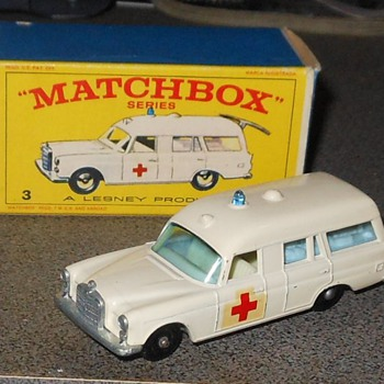 "Matchbox Mercedes Benz ""Binz"" Ambulance - Model Cars"
