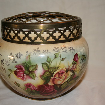 Antique English Frog Vase