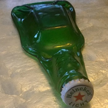 Heineken ashtray? No cigarette rest.