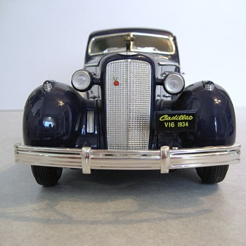 1934 Cadillac V-16 Aerodynamic Coupe Die-Cast Replica - Model Cars