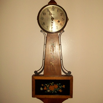 Ingraham 8 Day Banjo Wall Clock Bristol Connecticutt vintage antique With Key
