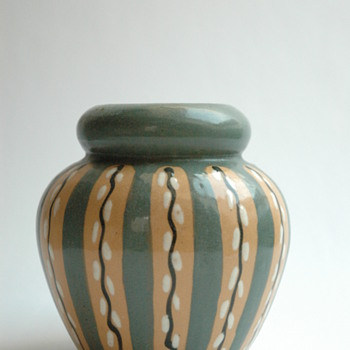 "french art deco pottery vase "" decor au chaton"" by Léon Elchinger (1871-1942)"