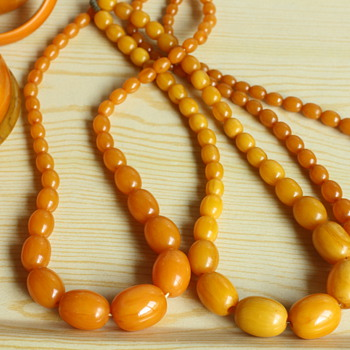 Butterscotch bakelite necklaces - Costume Jewelry
