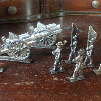 Unknown cast iron soldiers.  - Toys