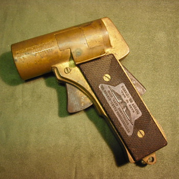 WWII era M2 Flare Pistol - Military and Wartime