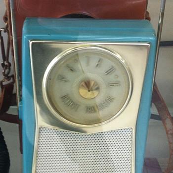 RCA Victor transistor radio.