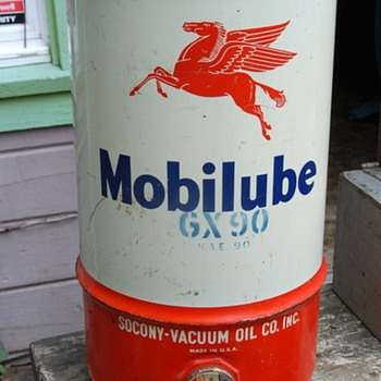 large Mobilube GX90 can - Socony-Vacuum Oil Co. Inc. - Petroliana