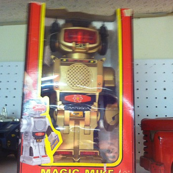 A cool Robot toy new in the box. - Toys