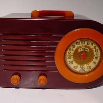 Fada Catalin Bullet Radio