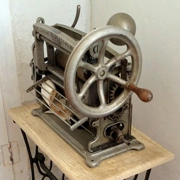 Antique Singer Pleating Machine, now with model numbers - Sewing