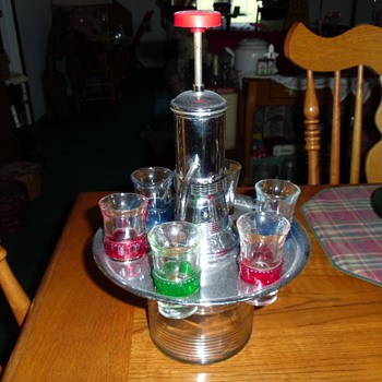 Liquor Decantor w/pump & Shot Glasses - Glassware