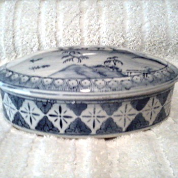 Chinese Blue and White Oval Trinket Box / Unknown Maker and Age - Asian