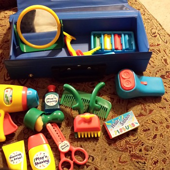 Play'n Shaving kit with blue case
