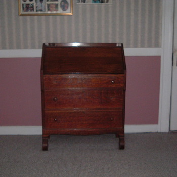 Early American Pine/Oak Desk? - Furniture