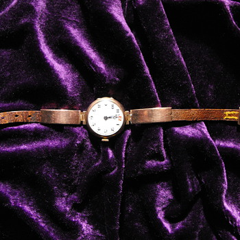 Granma's Watch - Wristwatches