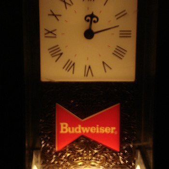 VINTAGE BUDWEISER BEER SIGN & LIGHT UP CLOCK.