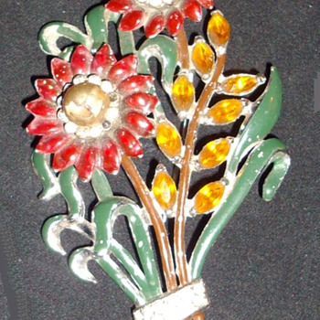 Brooches. - Costume Jewelry