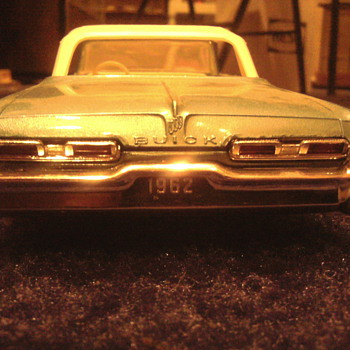 I love to buy well made annual 1/25 scale models...50's & 60's versions only.