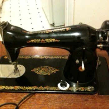 hi, can anyone tell me this sewing machine is worth anything? thanks! - Sewing