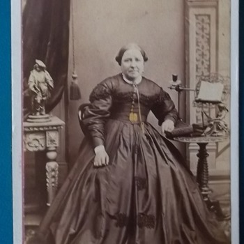 CDV PHOTO, Avoirdupois woman ( Informal Weight or heaviness, especially of a person) Lovely Dress - Photographs