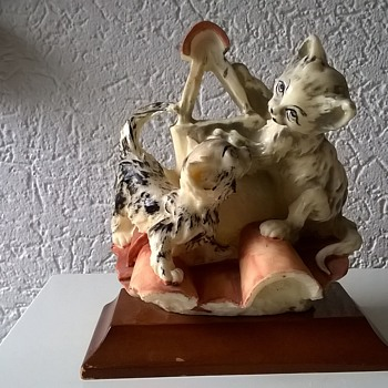 Giuseppe Armani Kittens On A Roof Figurine Thrift Shop Find 95 Euro Cents ($1.01)
