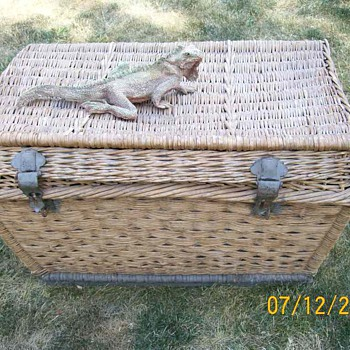 Vintage Wicker Trunk . Age unknown and something for protection ! - Furniture