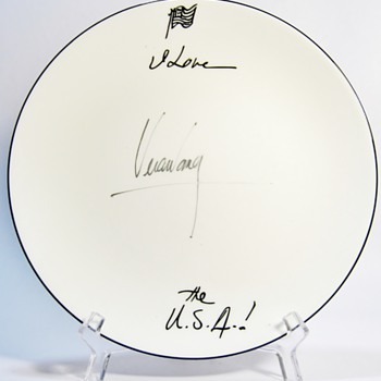 AUTHENTIC AUTOGRAPHED PLATE BY VERA WANG  FOR WEDGWOOD