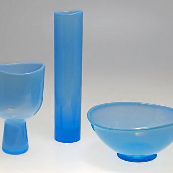 Two vases and a bowl - Arthur Percy for Gullaskruf 1950s.